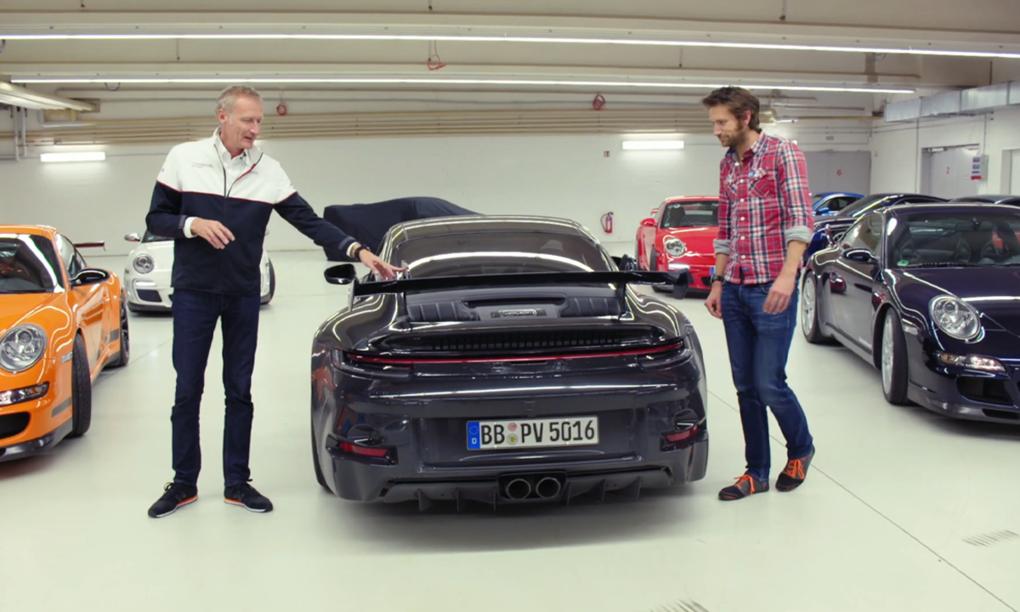 Film: Carfection besöker Porsches drömgarage och tittar på prototypen för nya 911 GT3
