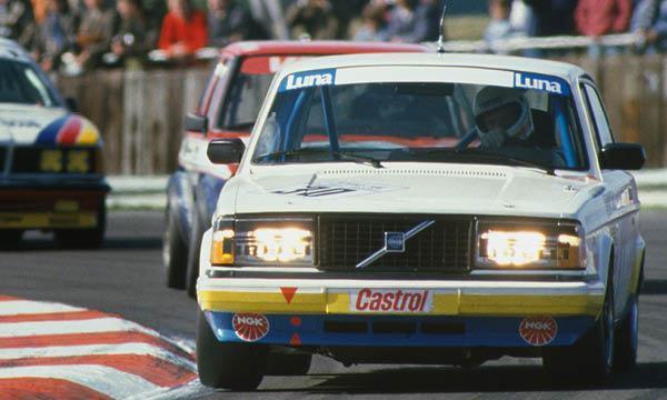 Volvo 240 i racingutf rande flygande tegelstenen fyller r auto motor sport - Tegelstenen ...