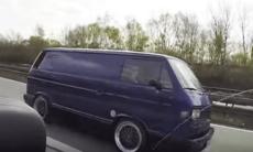VW T3 förnedrar BMW M3 på autobahn
