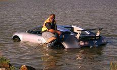 Körde Bugatti Veyron i sjön – får fängelse och böter