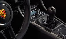 Porsche behåller både manuella lådor och sugmotorer