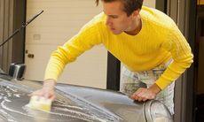 Tvättade bilen hemma – polisanmäld för grovt miljöbrott och ofredande