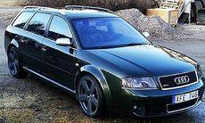 Audi RS6 stulen på parkering jämte polishuset