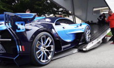 Nervpirrande när ovärderlig Bugatti lastas på kärra