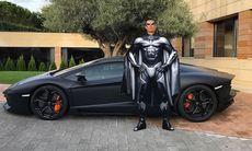 Fotbollsstjärnan Ronaldo hånas för sin Lamborghini Aventador