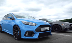 Dragrace: Ford Focus RS mot Ford Mustang GT – vem vinner?