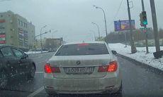 BMW-förare, tung högerfot och ishalt – vad kan gå fel då?