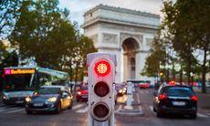 Paris ska kapa utsläppen – alla bilister måste ha särskilt klistermärke