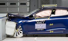 Tesla Model S och BMW i3 missar toppbetyget i IIHS krocktest