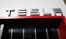 Teslas bokslut bättre än väntat – och Model 3 börjar byggas i juli