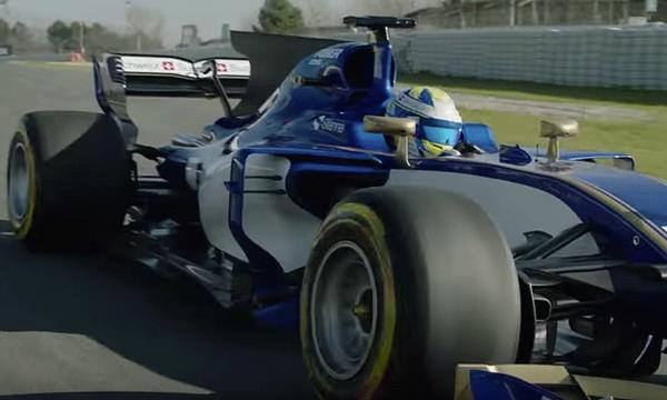 Se Marcus Ericssons bil köras på bana