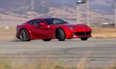 Filmmagi: F12 Berlinetta på Laguna Seca