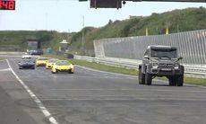 Mercedes G63 AMG 6x6 skrämmer slag på sportbilar vid banträff