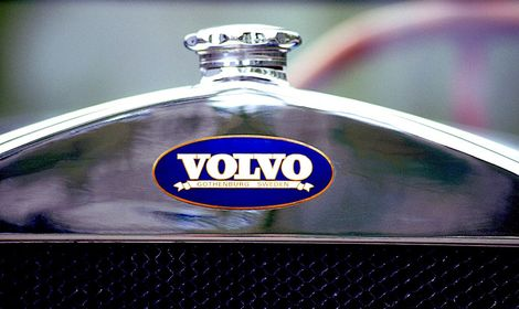 5387_V_4_1927_Volvo_radiator_badge.jpg