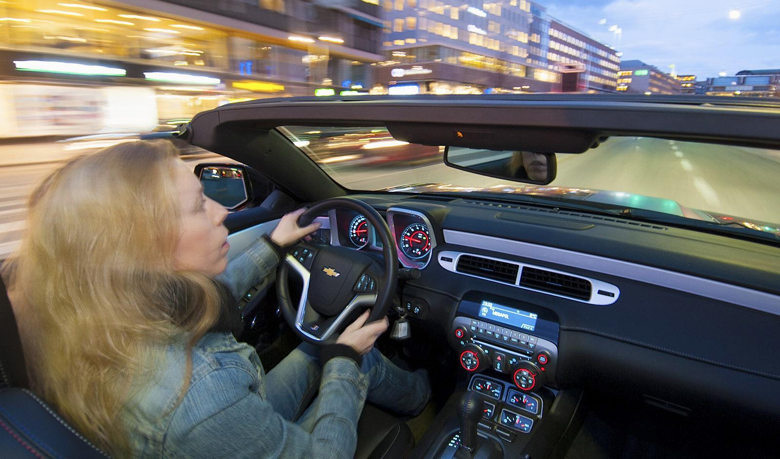Bilhandlare riskerar boter