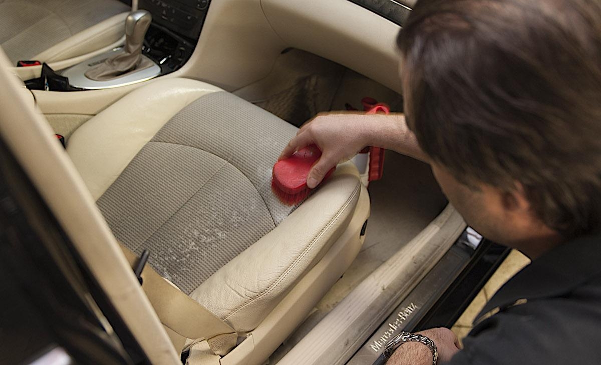 rengöra bilsäten tyg
